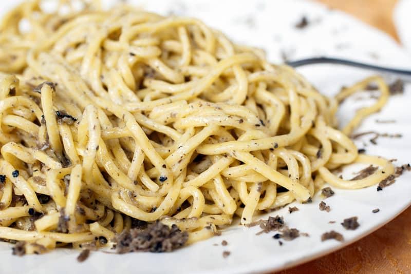 strangozzi-al-tartufo-nero-ricetta-umbria