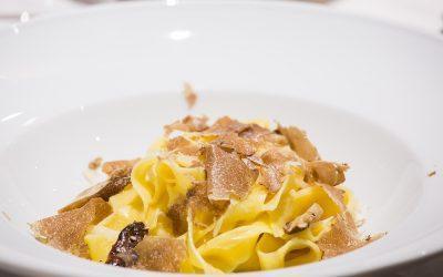 Tagliatelle con tartufo bianco: una ricetta esclusiva